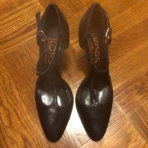 Michael Kors black leather pointed toe heeled shoe